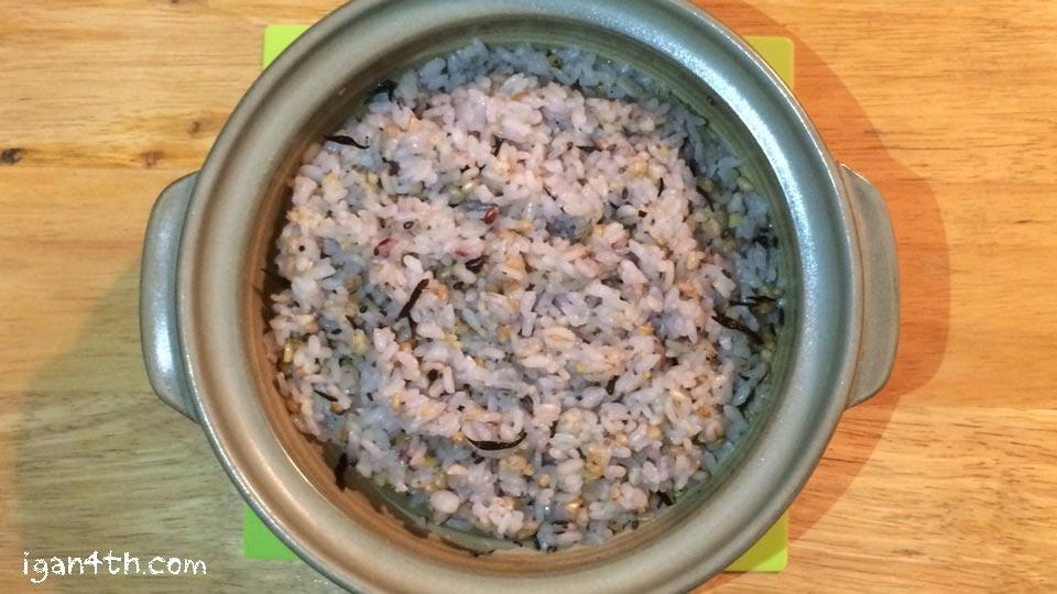 土鍋で炊いた玄米・雑穀ごはん